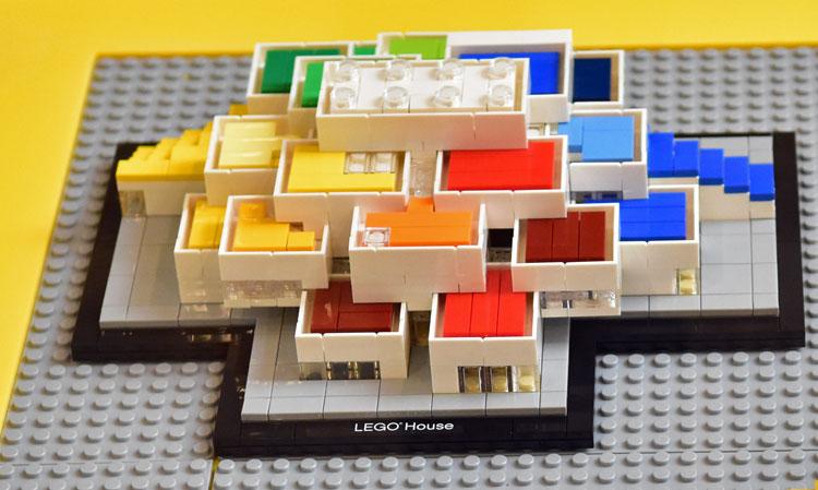 lego-architecture-21037-legohouse_3