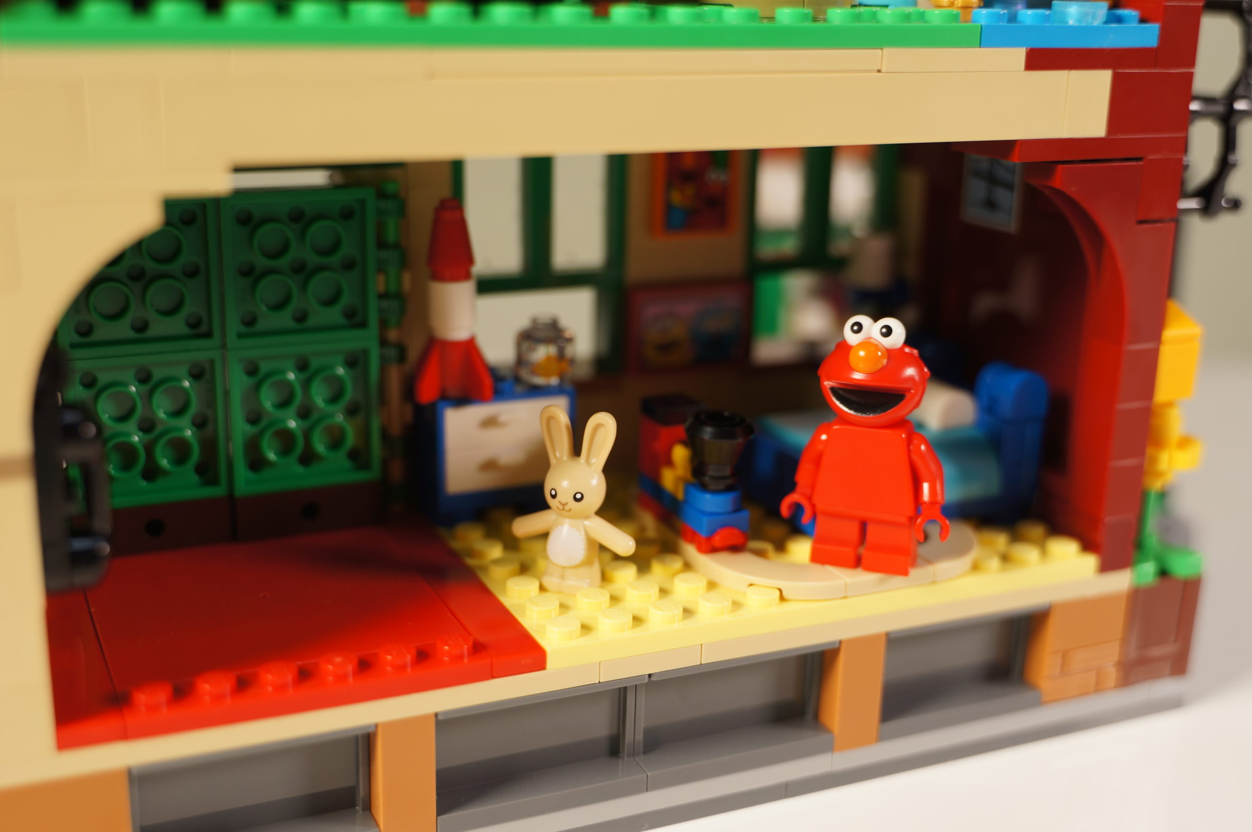 Elmo Room with minifig